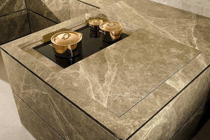 INDOOR KÜCHEN  Steinküchen - Minimalismus pur!Elegant, zeitlos und exklusiv: Eine Steinküche ist nicht nur ein ganz besonderes Desingobjekt, sie passt sich auch perfekt dem Raum an und besticht durch Minimalismus und Geradlinigkeit. Alle Fronten und Oberflächen bestehen aus dem Naturwerkstoff Stein, dadurch ergibt sich ein individuell einzigartiges Gesamtbild das in dieser