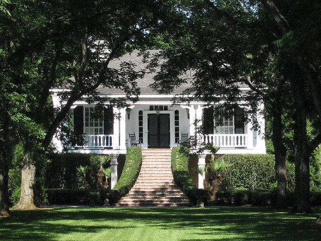 Amazing architecture in Old Plantation Homes   Old cotton plantation home  