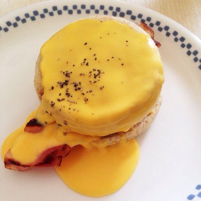 我が家の朝食♡ クックパッドでエッグベネディクトで1位のを作りました(*´∇`*) 朝からお洒落で美味しいわ( ●≧艸≦) - 26件のもぐもぐ - エッグベネディクト by yuitia