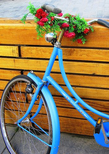 ..: Bike Blue, Flowers Bicycles, Happy Woman, Blue Bicycles, Blue Bike, Baskets Bike, Flowers Baskets, Photos Amor, Photos Shared