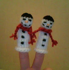 Snowman Finger Puppet free pattern ♥ 4000 FREE patterns to knit ♥ http://pinterest.com/DUTCHYLADY/share-the-best-free-patterns-to-knit/