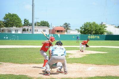 Heroica Ciudad de Champoton, Campeche 12 de Julio del 2017.- ( John Rosado/Beisbol Campechano ).- El equipo Tlacuaches derroto al equipo Med...