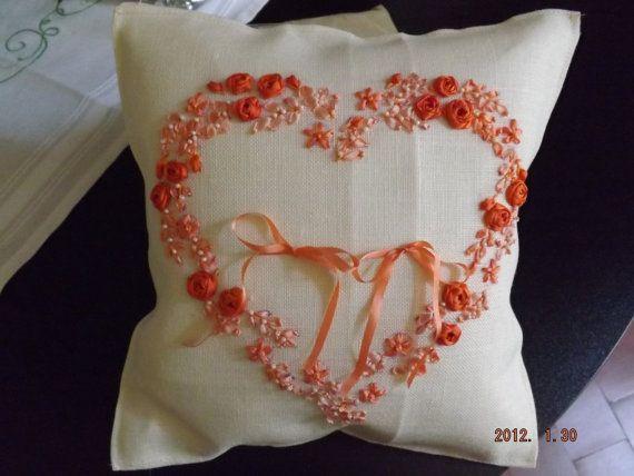 coussin coeur porte-alliances - broderie ruban et perles faite main