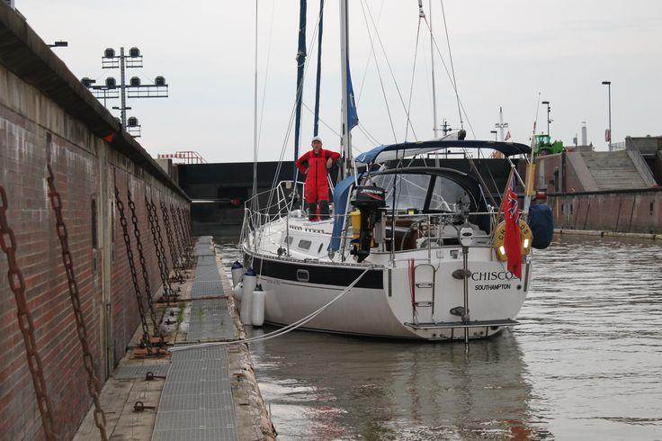 Chiscos locking into the Kiel Kanal