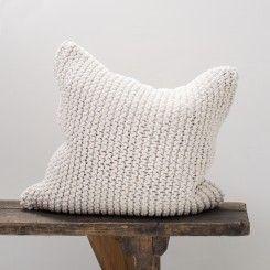 Pillow_offwhite1_Tellmemore