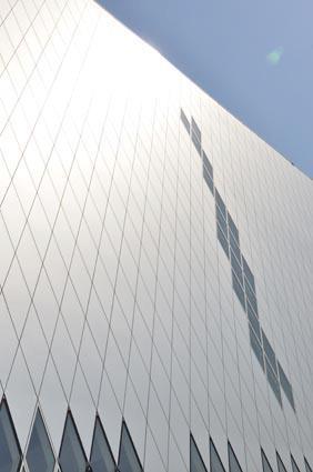 Bâtiment des Archives nationales de Pierrefitte-sur-Seine vue extérieure - juin 2011 (Architecte Massimiliano Fuksas) © Archives nationales / France