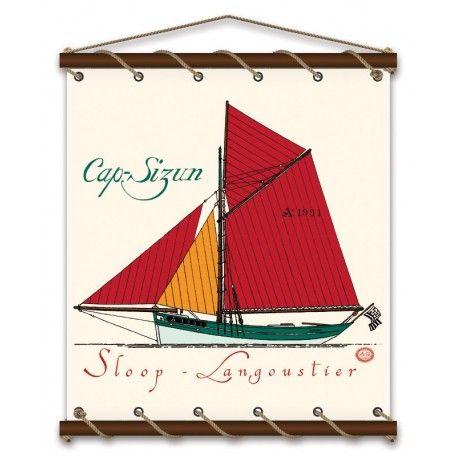 """En 1990, grâce à l'initiative d'un groupe de personnes originaire du Cap Sizun, était décidée la construction du bateau le """"Cap-Sizun"""", sloop langoustier typique à gréement aurique des années 30, restituant ces fameux """"culs de poule"""" auxquels le """"Cap Sizun"""" emprunte sa carène."""