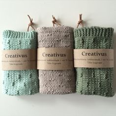 Herhjemme bruger vi strikkede (eller hæklede) køkkenklude / karklude af bomuld eller hør/bomuld. Jeg strikker dem mere eller mindre året rundt. Ikke bare til os selv, men også til andre. Det er nemlig den perfekte værtindegave eller som i dette tilfælde fødselsdagsgave.  Mønstret som jeg har brugt til disse klude kan findes her. Det …
