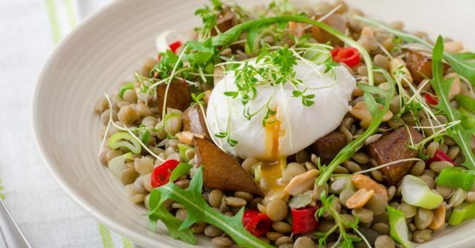 Recette de Salade de lentilles, pomme caramélisée et oeuf poché. Facile et rapide à réaliser, goûteuse et diététique.