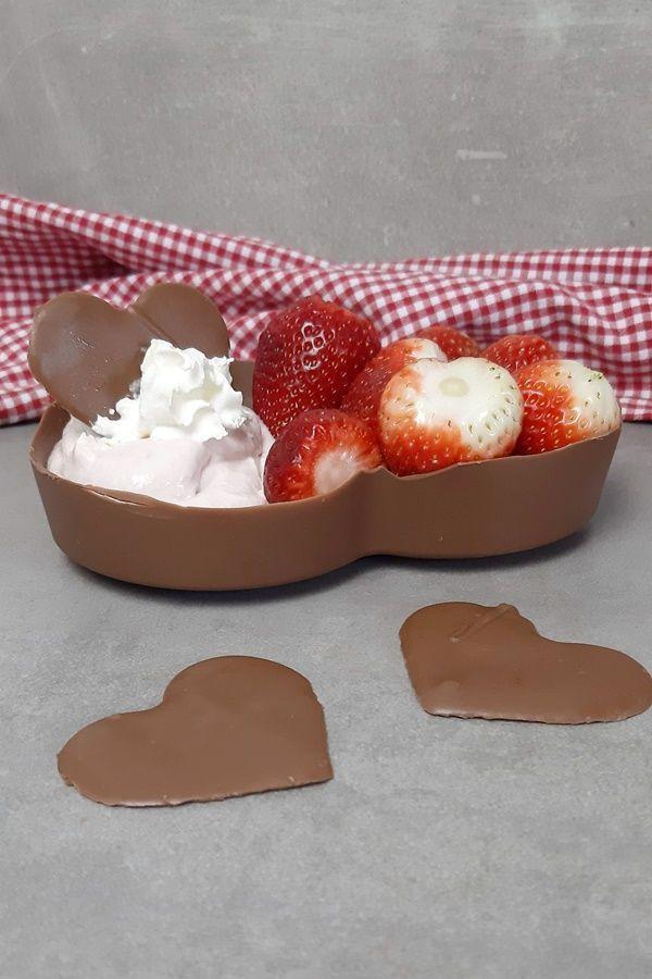 Erdbeeren sind irgendwie Muttertag. Und Schokolade geht so … – Schokolade … …   – Muttertag