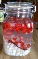 Recette Rhum coco fraise. Vu sur le web. Rhum Charrette bouteille, cubi et flasque disponible sur www.yumhbox.com