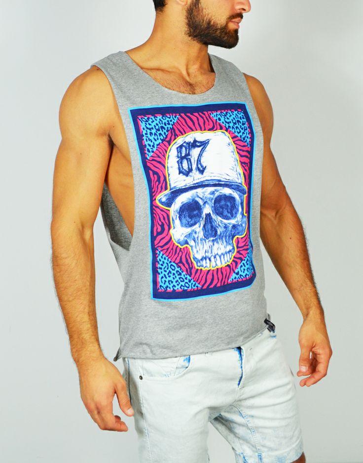 Camisetas de tirantes con estampados gráficos. Nuevos modelos y estampados de camisetas cortadas en www.tiendas13.com