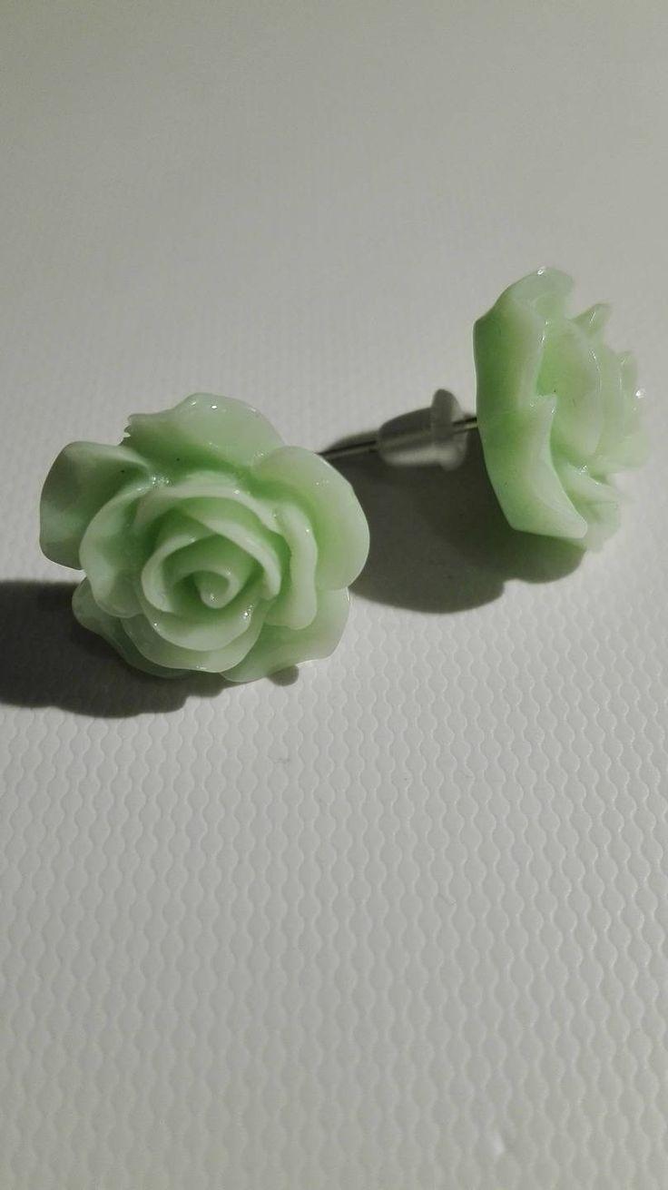 Boucles d'oreilles clou en forme de rose - vert clair 10mm de la boutique DeessesEtNymphes sur Etsy