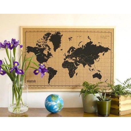 World Map Corkboard Referentie:  Op voorraad Staat:  Nieuw product De Cork World is een prikbord frame met een illustratie van een wereldkaart. Plaats al je ansichtkaarten, vakantie foto's of kleine papieren, dagelijkse berichtjes voor de familie of boodschappenlijstjes op het prikbord. De Cork World is zeer praktisch en geeft een absolute persoonlijke touch aan je huis.