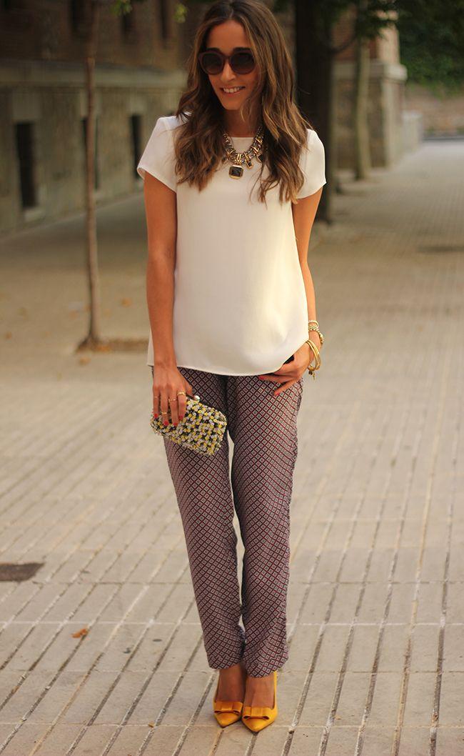 Gosto muito do modelo da blusa. Vamos já comprar metros de crepe de seda e mandar fazer várias de todas as cores? Simmmm!