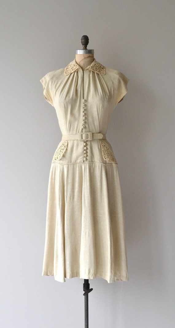 Such a great 1950s dress that seems so current - natural textural linen day dress with crochet collar that has an optional clasp so it can be worn