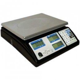 Balanza peso precio importe Doble display LCD con dígitos de 14.5mm Conexión RS232 (PC/TPV) Auto cero y seguimiento de cero Función TARA. Función cambio. Precio unitario por Kg o cada 100 g. Teclado de 20 teclas. 3 teclas de memoria/precio. 100 PLU's. Indicador de carga y batería. Plato de acero inoxidable. Pies de goma antideslizantes y ajustables en altura.