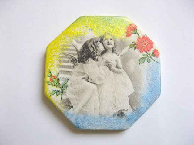 #Octogon #magnet #frigider, magnet cu #copii #imagine #alb #negru si #flori #rosii. Produs #lucrat #manual categoria #decoratiuni #casa si #gradina. Magnet #confectionat din #ipsos in #forma de octogon. http://handmade.luxdesign28.ro/produs/octogon-magnet-frigider-magnet-cu-copii-imagine-alb-negru-si-flori-rosii-23510/
