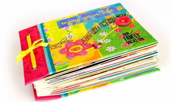 El scrapbooking es una técnica decorativa de recorte, pegado y collage para personalizar cartas, albúmes, agendas, calendarios...con fotos y todo tipo de adornos: recortes, trozos de papel, botones, cintas, flores secas... Crea manualidades muy personales llenas de recuerdos, un detalle perfecto para regalar en ocasiones especiales como cumpleaños, aniversarios, San Valentín, Día de la madre, Día del padre...etc.