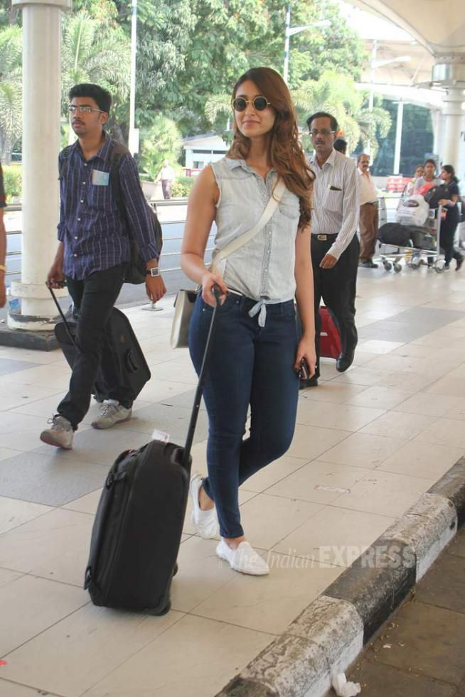 Ileana D'Cruz spotted at the Mumbai airport. #Bollywood #Fashion #Style #Beauty