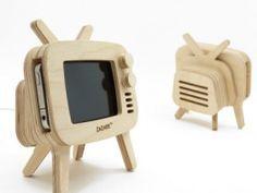 retroTV Wood iPhone Stand .. Muy Bueno