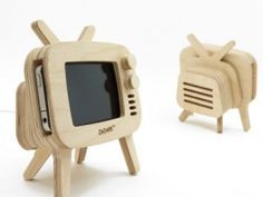 retroTV Wood iPhone Stand .. Muy Bueno