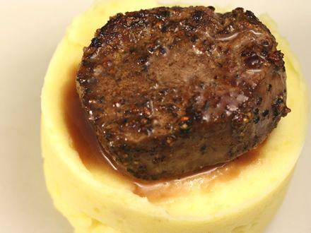 Muschi de vita cu piper si sos bordelaise - Muschi de vita cu piper si sos bordelaise