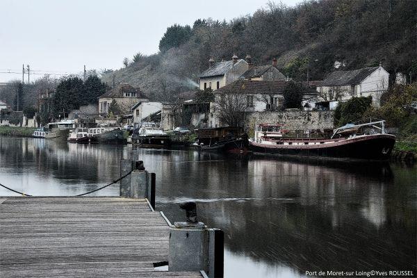Port de Moret-sur-Loing: photo prise avec filtre ND 400 Hoya et retouchée croquis à l'encre avec paint.net.