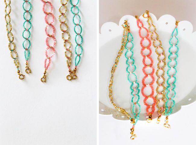 DIY Seed Bead Circle Bracelet   http://hellonatural.co/seed-bead-bracelet/
