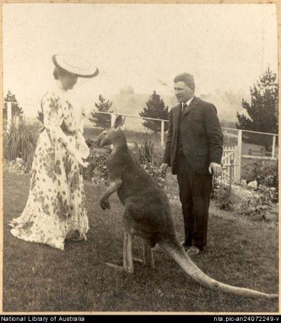 Dame Nellie Melba, and friends,in Australia in 1902. v@e.