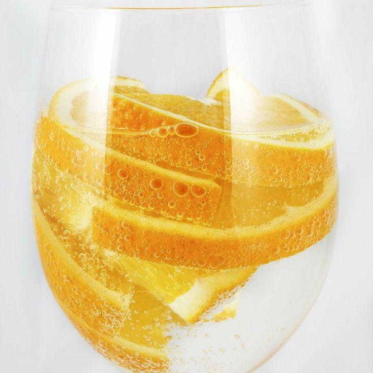 Dica #9 Para Destravar Sua Perda De Peso: Beber Água Café Ou Chá . Enquanto bebidas açucaradas fazem você ganhar peso algumas bebidas podem ajudar a reverter um platô de perda de peso . Estudos mostraram que a água por si só pode aumentar o metabolismo em 24 a 30% durante os próximos 90 minutos após a ingestão de 500 ml . Isto pode significar perda de peso ao longo do tempo . Especialmente para aqueles que consomem água antes das refeições porque isso pode ajudar a reduzir a ingestão total…
