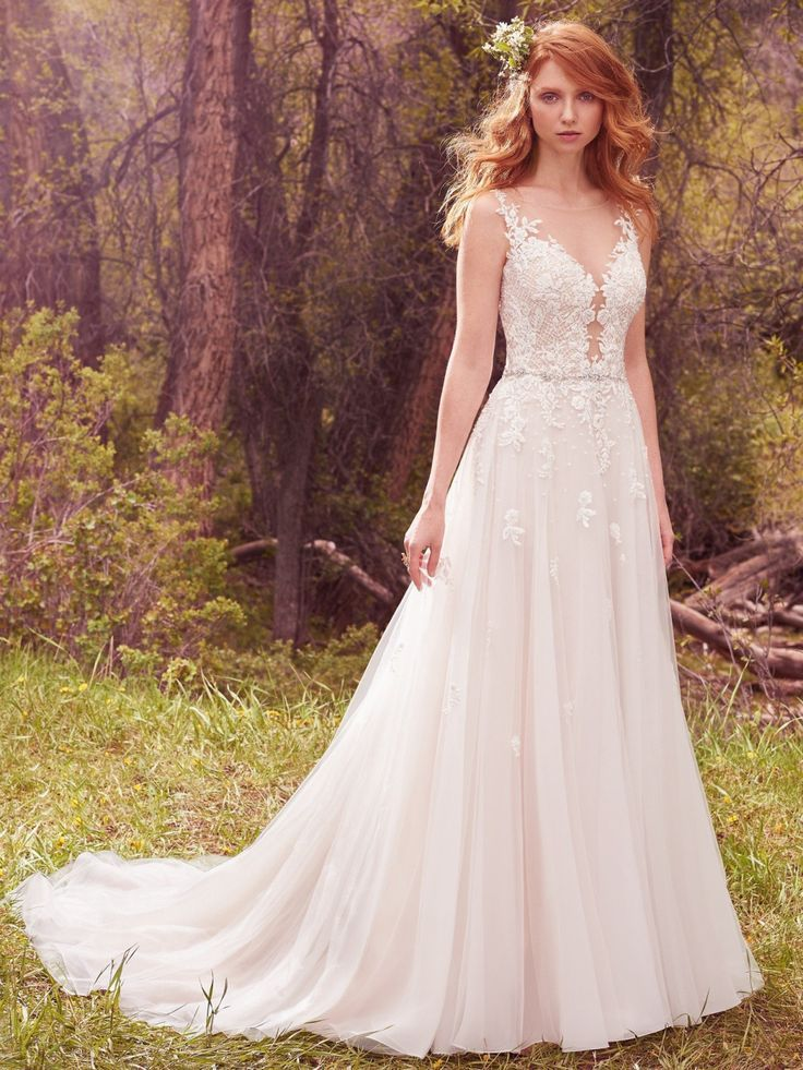 How beautiful is the textured bodice on this @maggiesottero wedding dress? So pretty!