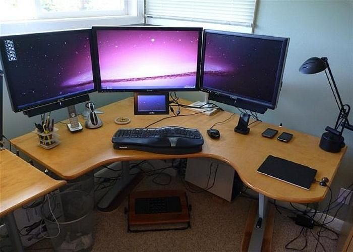 DIY Gaming Computer Desk - For those of you who like to play games and want to find interesting tmapilan for your room. Can see this for inspiration.