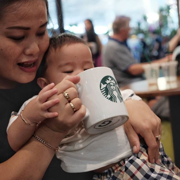 Ngopi dulu bos.. it is just an act..not for real  #babyboy #starbucks #fujifilm #xt10 #xf27mm #soetta #tangerang #indonesia