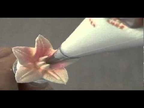 Lily - лилия из взбитых сливок