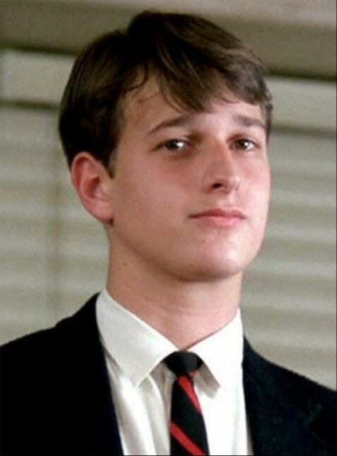 an analysis of knox overstreet in a scene in dead poets society Josh charles (knox overstreet) knox was another integral part of the secret dead poet's society using his new knowledge of poetry, knox meets and falls in love with chris noel he uses his words and poetry to win chris over since josh charles' lovesick days, he's remained in the acting scene.