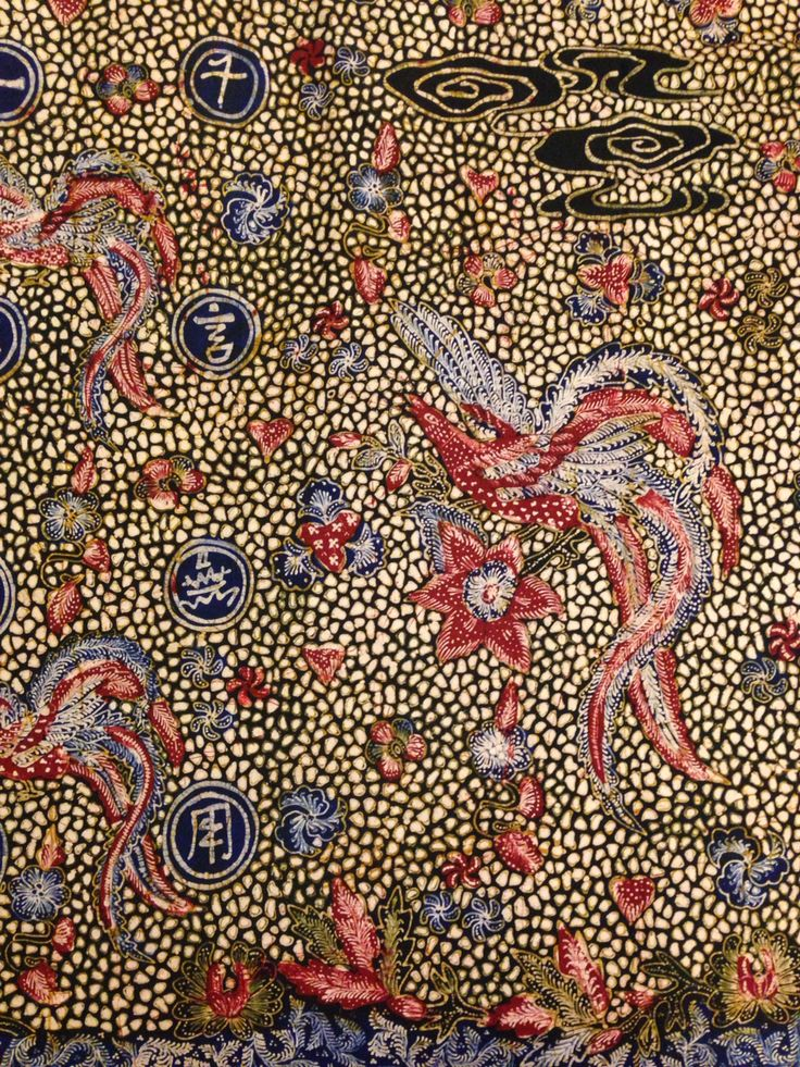 Hand-drawn Batik Lasem by the maestro Sigit Witjaksono. This kind of batik called Sinografi which is specialty from Sigit Witjaksono, combining chinese letters of proverbs and traditional motive, here again is Phoenix bird. Private collection of Arief Laksono.