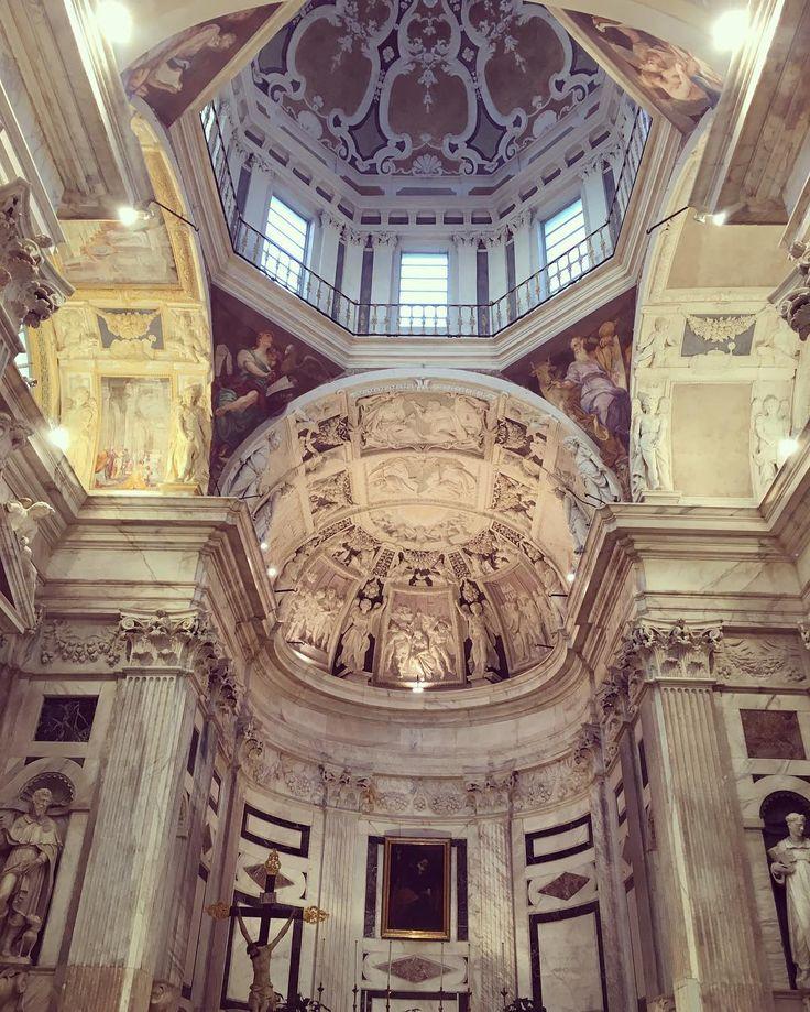 Turista in città - Chiesa di San Pietro in Banchi #genovamorethanthis #igersgenova #genovaè #genovagando #ig_genova #instagenova #ig_italy #ig_italia #ig_church #instagood #instachurch #solocosebelle