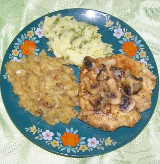 W Mojej Kuchni Lubię.. : kotlet drobiowy z pieczarkami i kapustą zasmażaną....