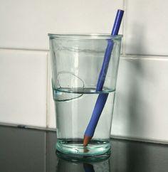 Tordez un crayon en 1 seconde