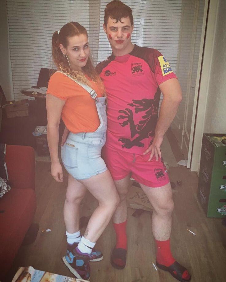 """""""Schat, mag ik ook lippenstift, dan kan ik tenminste nog met je kussen""""�� #relationshipgoals �� #surpriseparty #hbd #proudtobefout #theme #redlipstick #gold#orange#pink#red#blue#purple #colour#overkill #twee#tokkies#op#een#stokkie #salopette #pigtails #socksinjandals http://butimag.com/ipost/1553600239301360661/?code=BWPfy-yhPwV"""