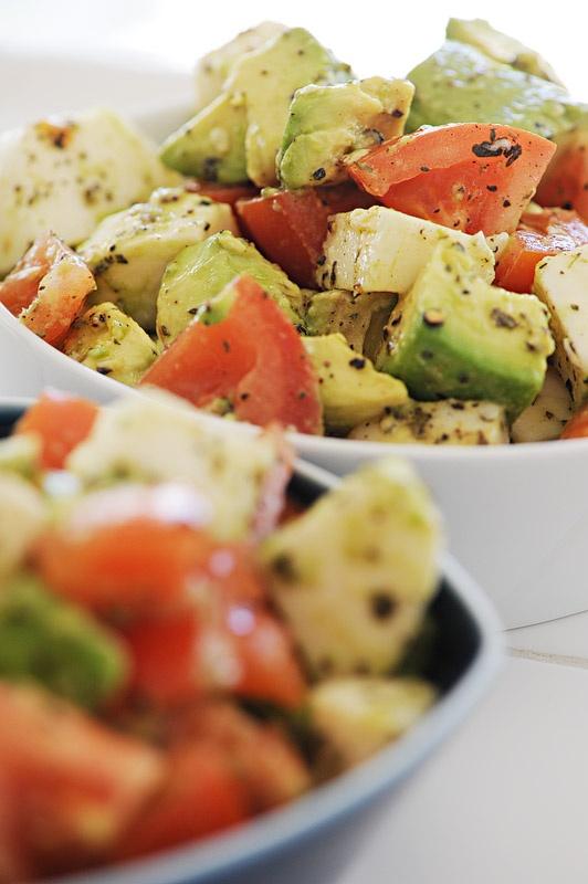 Avocado, Tomato, and Mozzarella #Salad #Recipe    #juliesoissons