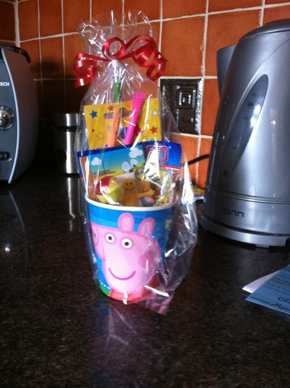 Alternative to party bags, my peppa pig party cups for my little girls 2nd birthday filled with goodies and treats