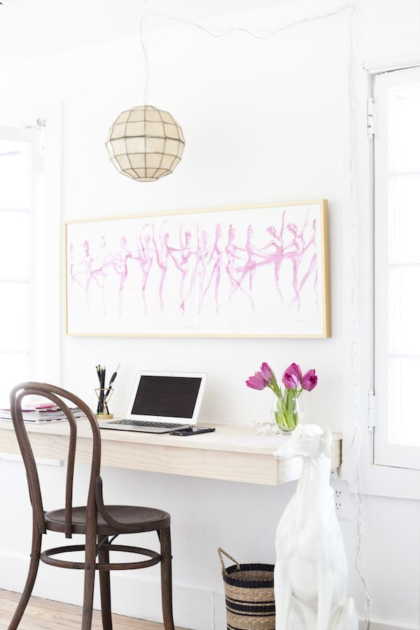 the lovely light filled workspace of blogger and nutritionist carlene thomas