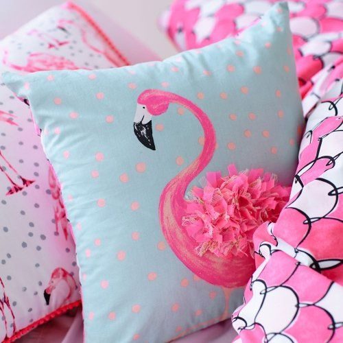 "Love the ""3D"" feathers on this flamingo pillow. =)"