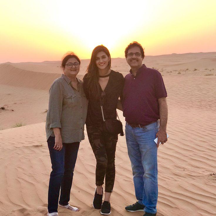 Desert.. Sunset.. Dubai! ❤️ #FamilyTime @geeta_sanon @sanonrahul