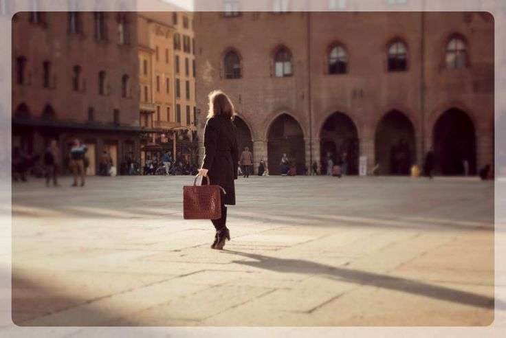 Walking in #Bologna with Roberto, #CepiPelletterie #leather #shopping #bag. #Italy #MadeInItaly #handmade