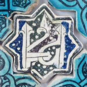 Karatay Medrese, Konya : Single Tile Motifs with Cross Tiles – Haç Karo ile Tek Karo Motifleri-Calligraphic Seal Motif – Mühür Hat