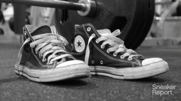 Looking for the right shoe for lifting? contrary to what you would think, a shoe with little to no arch support is optimal for weight lifting. Many pros recommend wearing just socks or even going barefoot, but since most gyms frown upon that-look no further than your trusty pair of Chuck Taylors!