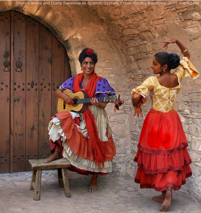 Spanish Gypsy women's costume - Music Pair